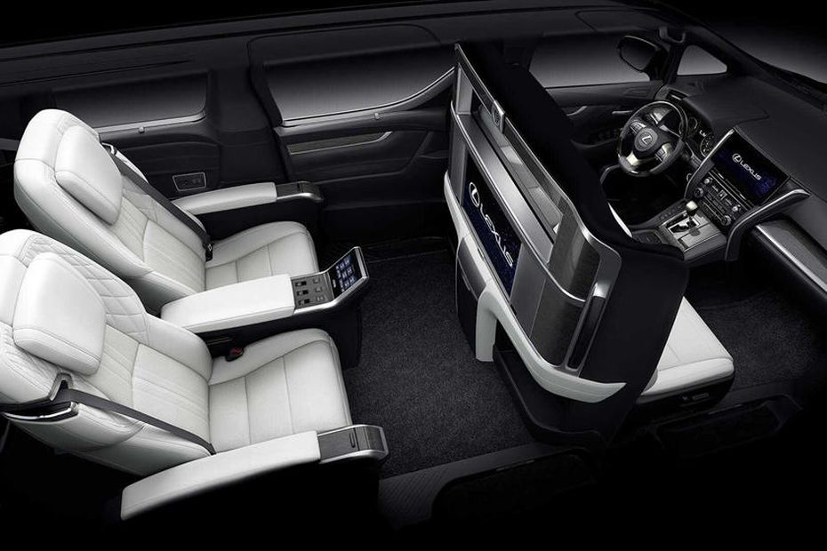 салон нового Lexus LM