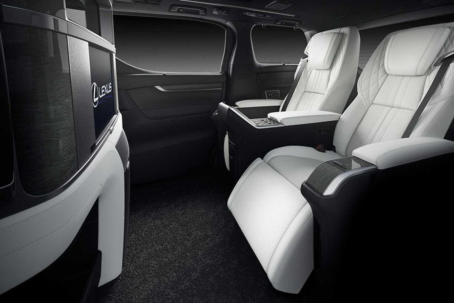 салон минивэна Lexus LM