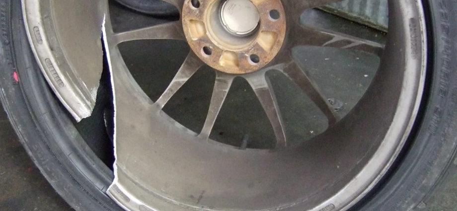 Сломанный колёсный диск